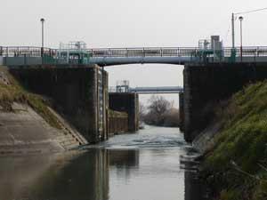 『閘門』の画像