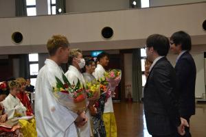 『H30成人式花束贈呈』の画像